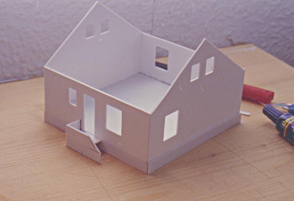 eigenes haus f r modelleisenbahn basteln modellbau. Black Bedroom Furniture Sets. Home Design Ideas